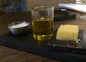 Salz, Olivenöl und Butter.