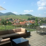 Die Terrasse mit dem Blick über Birkweiler.