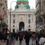 Ein Bummel durch Wien: Die Hofburg als imposante Kulisse.