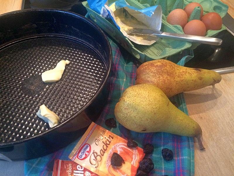 Bettinas Variationskuchen, diesmal mit Birnen und getrockneten Kirschen.