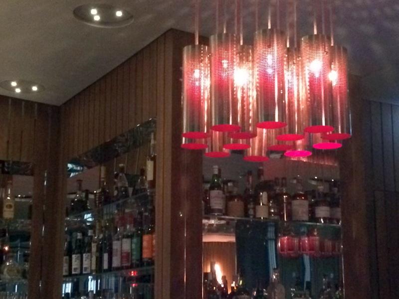 Cooles Ambiete aus den 60er Jahren an der Bar des Phoenix im Dreischeibenhaus.